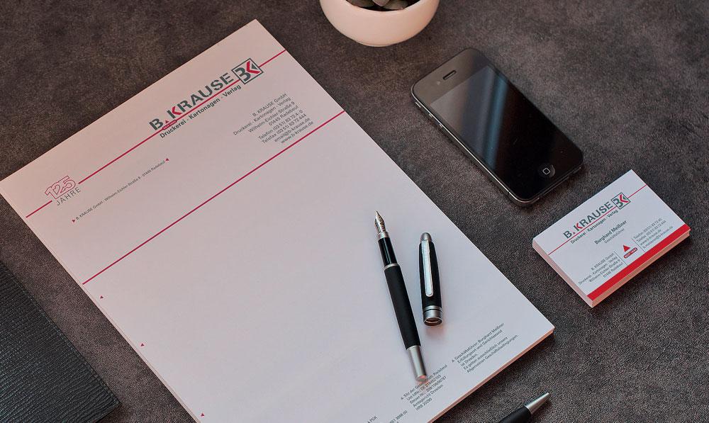 Vereinheitlichen Sie Ihre geschäftliche oder private Korrespondenz mit unverwechselbaren Briefbogen und überzeugen Sie damit potenzielle Kunden schon beim ersten Kontakt. Wir helfen Ihnen gern bei der Wahl von Format, Grammatur und bieten Ihnen besondere Papiersorten, passend zu Ihrem Unternehmen.